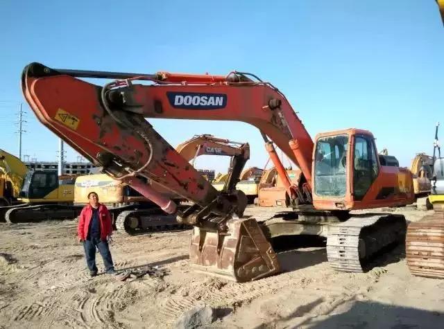 挖掘机配件市场